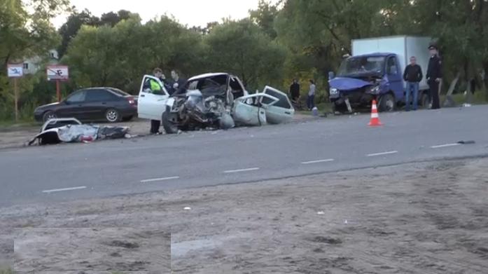QIP Shot Screen 323 В ДТП возле Москвы в поселке Щапово погибли два человека