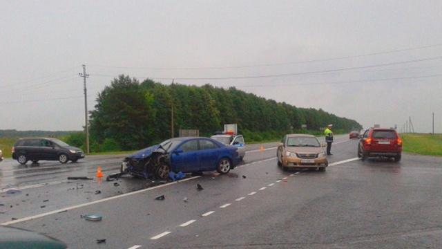 В Подмосковье в страшной аварии с участием четырех автомобилей погибли два человека фото