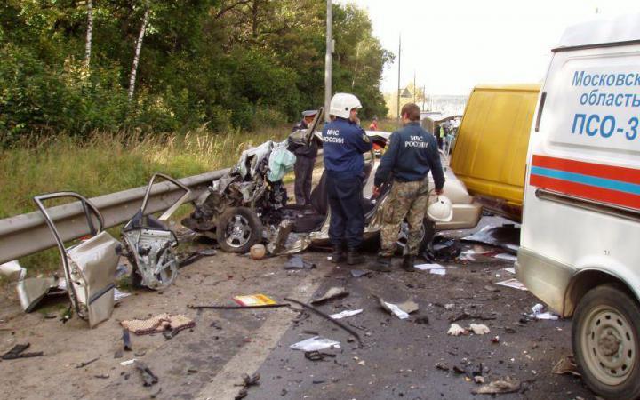 avariya v podmoskove В Подмосковье в страшной аварии с участием четырех автомобилей погибли два человека