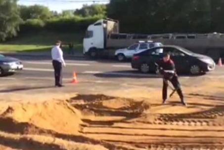 QIP Shot Screen 016 На МКАД перевернулся грузовик с песком: движение заблокировано
