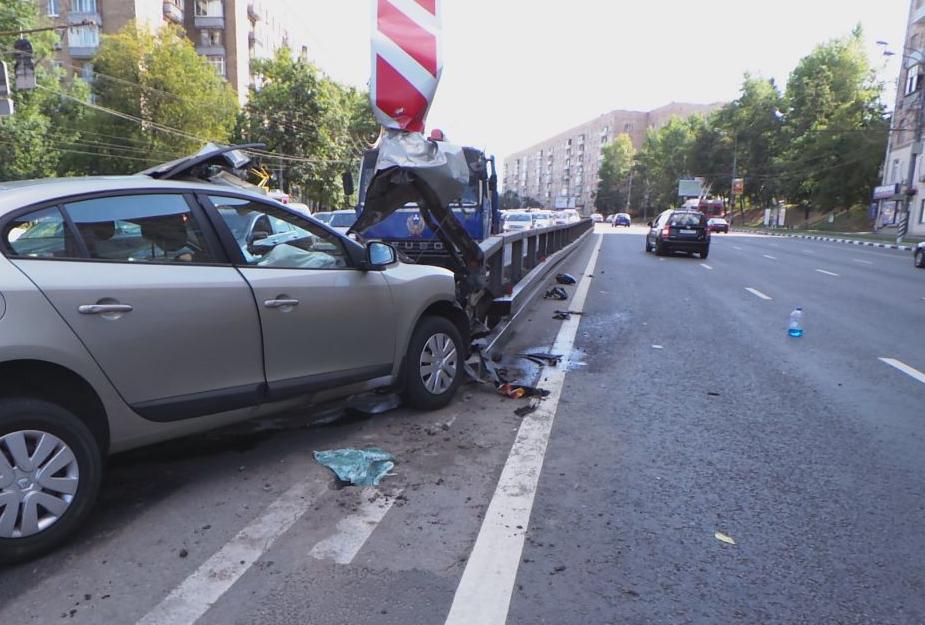 QIP Shot Screen 022 Автомобиль врезался в отбойник на Варшавском шоссе
