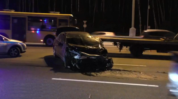 QIP Shot Screen 086 В Москве на внешней стороне кольца столкнулись Mercedes, ВАЗ 2109 и Лада Калина