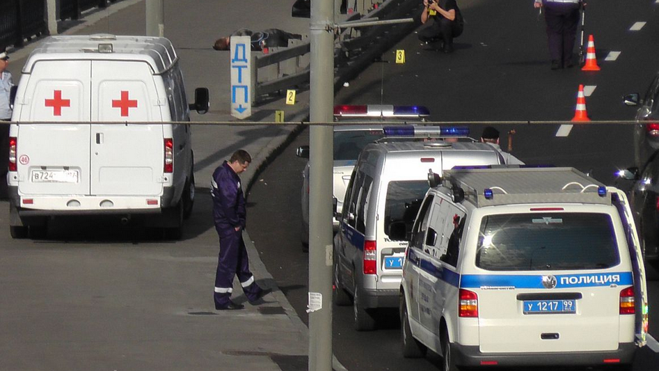 QIP Shot Screen 097 Мотоциклист скончался, врезавшись в отбойник в Москве на Николоямской набережной