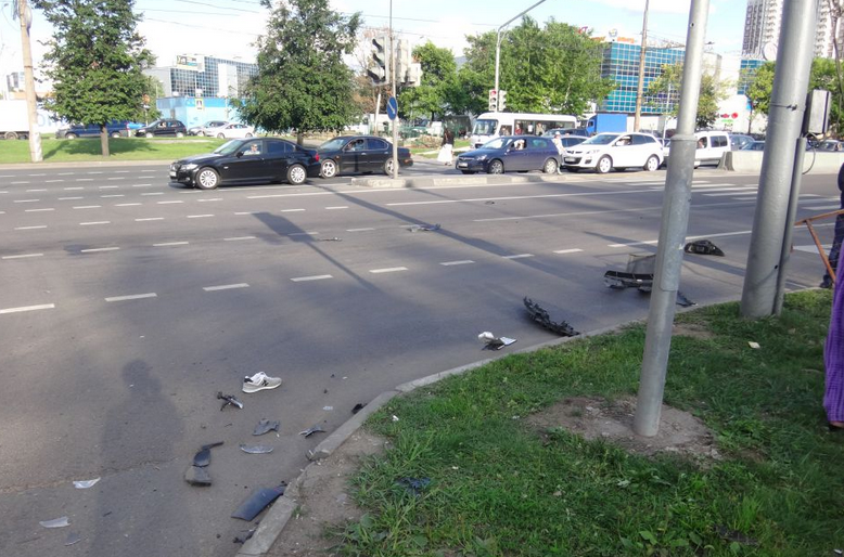 QIP Shot Screen 110 На Алтуфьевском шоссе в Москве иномарка протаранила скутер