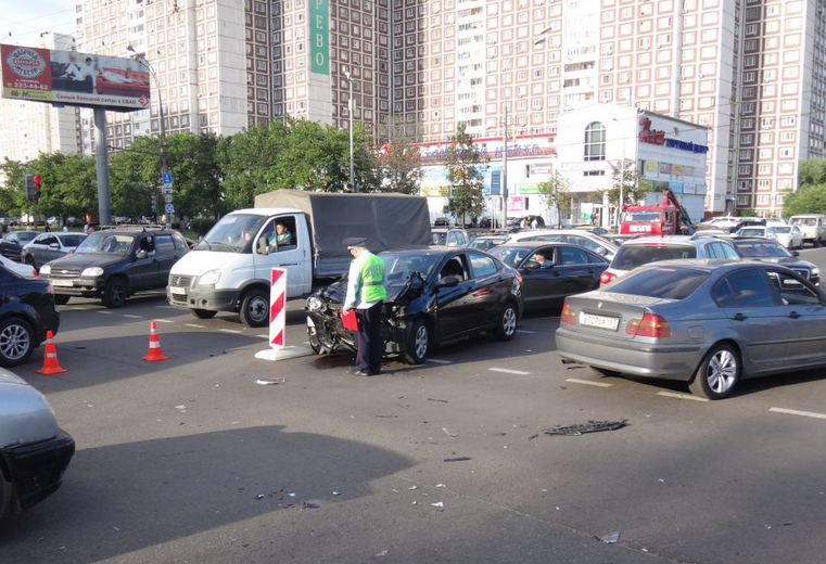 QIP Shot Screen 111 На Алтуфьевском шоссе в Москве иномарка протаранила скутер