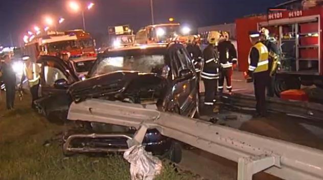 QIP Shot Screen 129 Пассажирку Mercedes на МКАД разрубило дорожным ограждением
