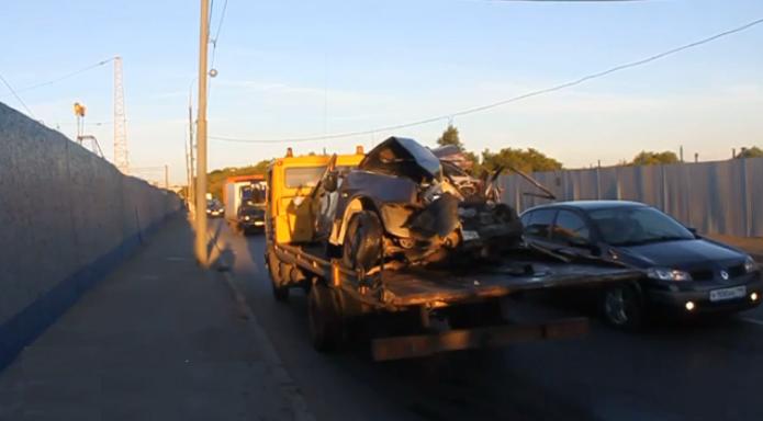 QIP Shot Screen 138 Лобовое столкновение ВАЗ а с грузовиком произошло на Шоссейной улице