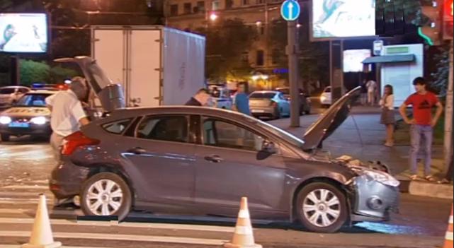 QIP Shot Screen 144 В центре Москвы произошло ДТП, в котором пассажир вылетел через лобовое стекло