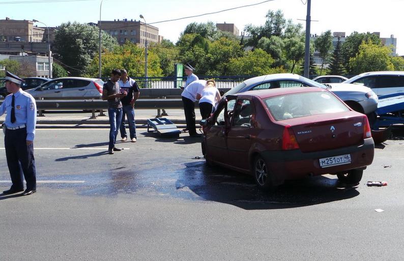 QIP Shot Screen 145 Ребенок и взрослый пострадали в ДТП на Автозаводском мосту