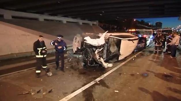 QIP Shot Screen 328 Водитель внедорожника погиб в ДТП на севере Москвы