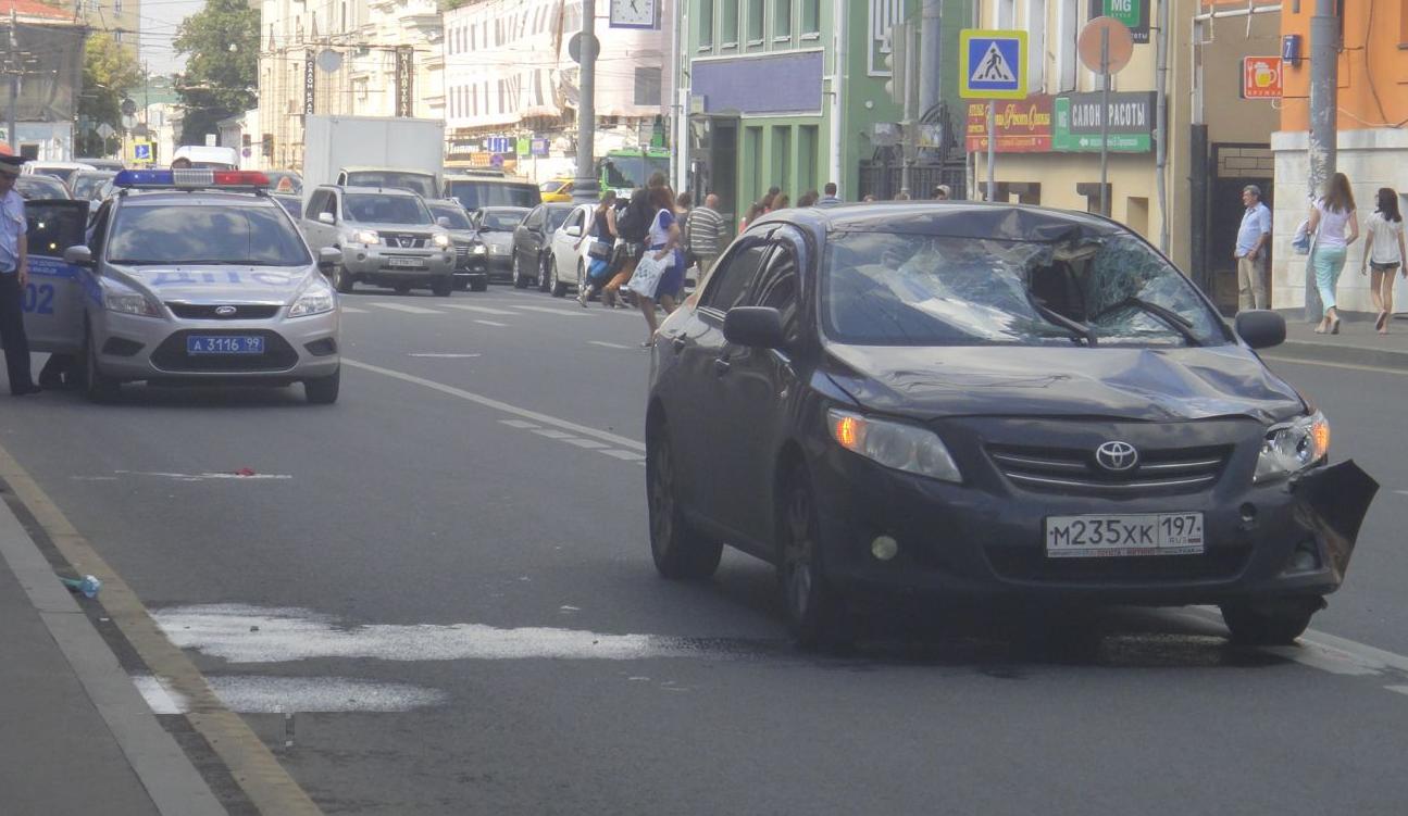 QIP Shot Screen 340 На Люсиновской улице в Москве автомобиль сбил пешехода