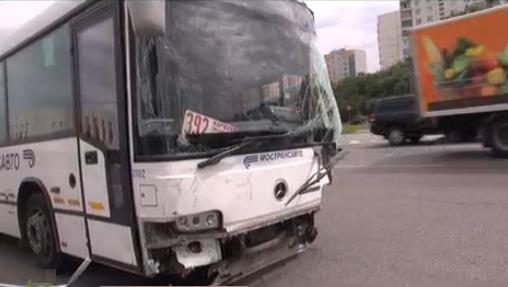 QIP Shot Screen 346 Автобус на Ярославском шоссе в Москве собрал четыре машины, в результате чего 6 человек пострадало