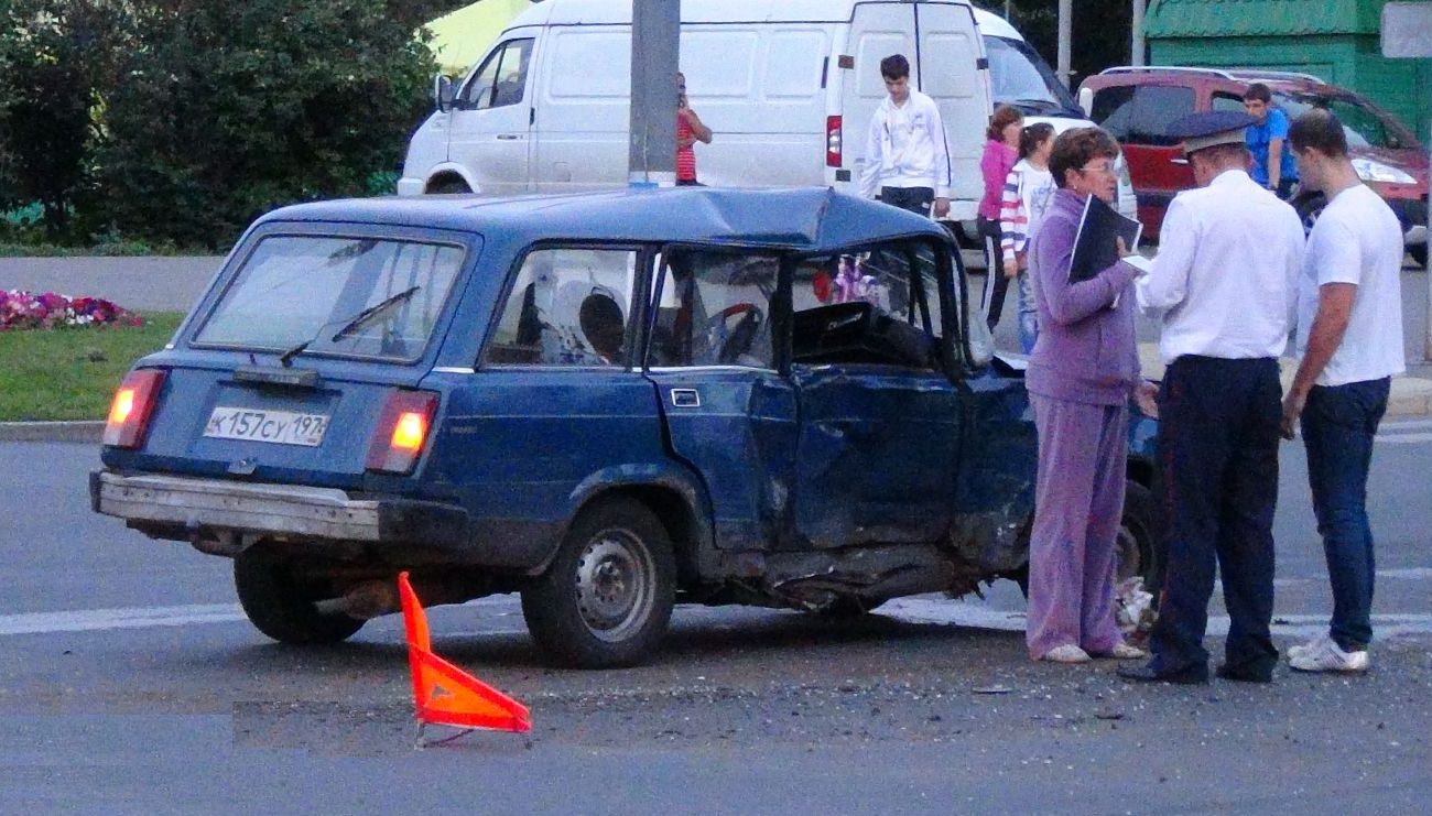 QIP Shot Screen 351 Жигули врезались в маршрутку на перекрёстке улиц Юных Ленинцев и Маршала Чуйкова