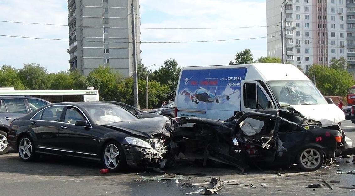 Серьёзная авария произошла на Кутузовском проспекте в Москве фото