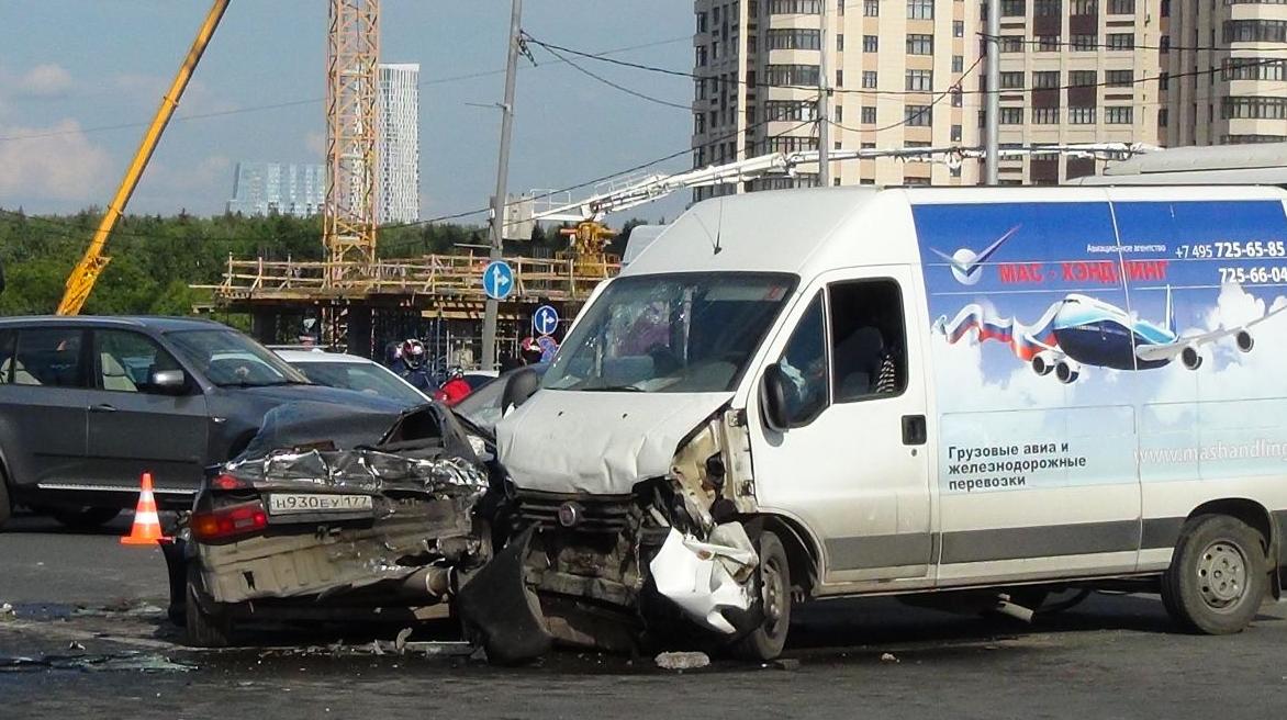 QIP Shot Screen 378 Серьёзная авария произошла на Кутузовском проспекте в Москве