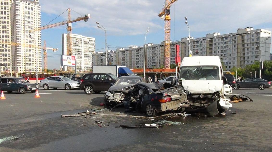 QIP Shot Screen 379 Серьёзная авария произошла на Кутузовском проспекте в Москве