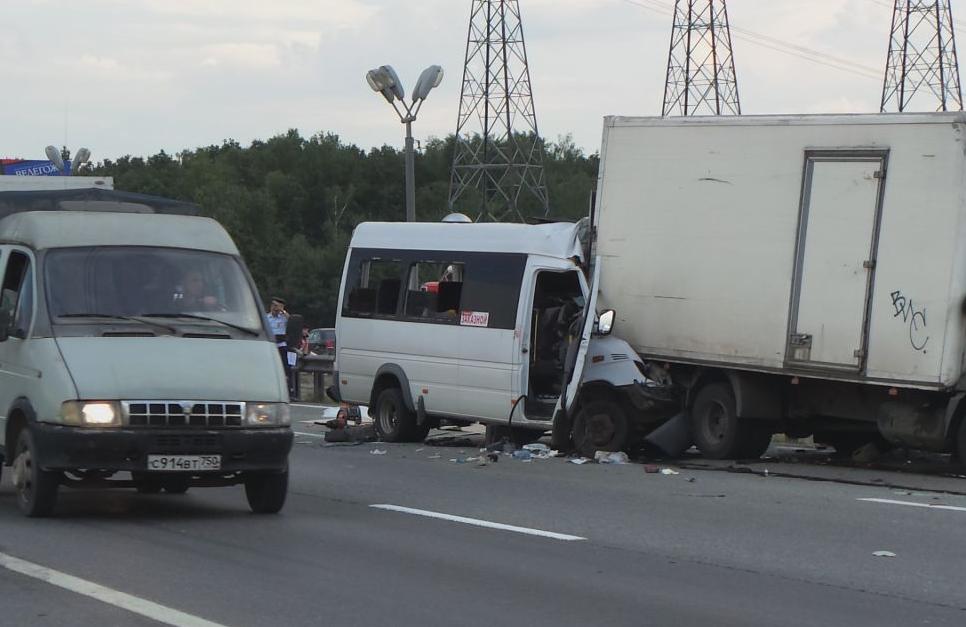 QIP Shot Screen 406 2 человек погибли и 5 пострадали в ДТП с участием маршрутки под Москвой