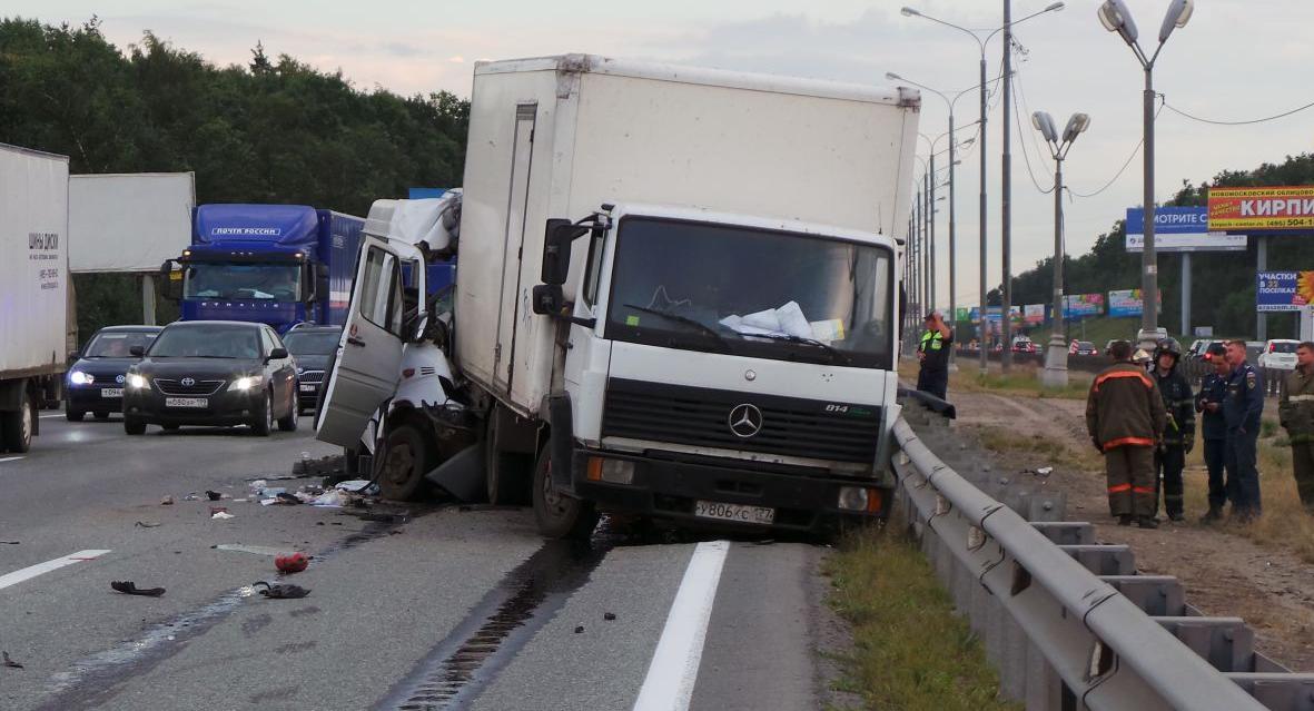 QIP Shot Screen 407 2 человек погибли и 5 пострадали в ДТП с участием маршрутки под Москвой