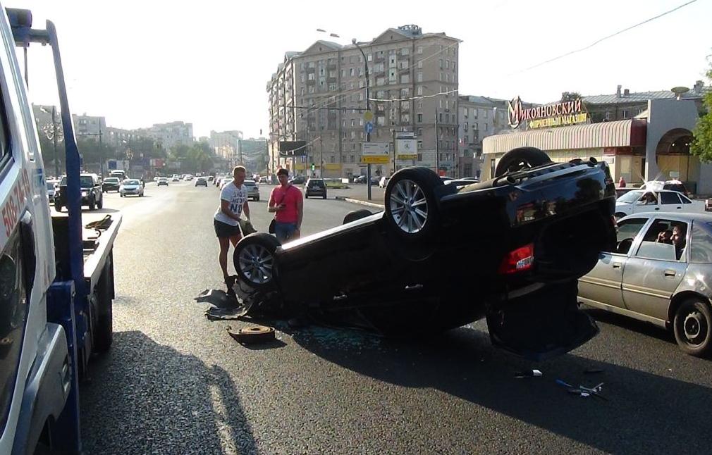 QIP Shot Screen 415 На Волгоградском проспекте перевернулся автомобиль