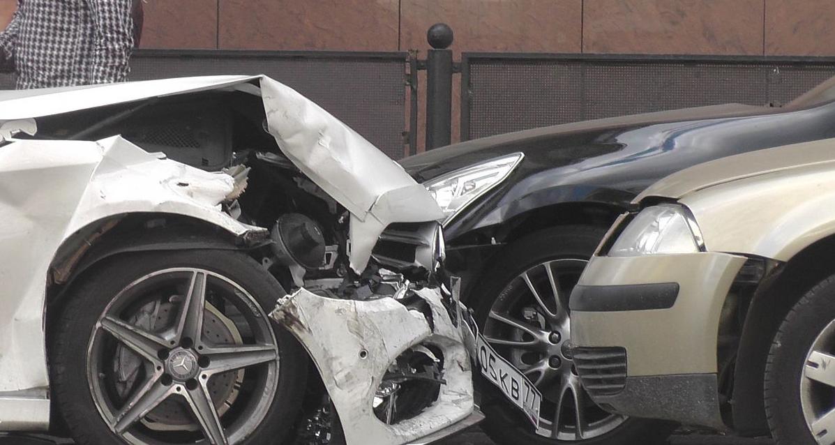 QIP Shot Screen 430 Четыре автомобиля столкнулись в Москве на Долгоруковской улице