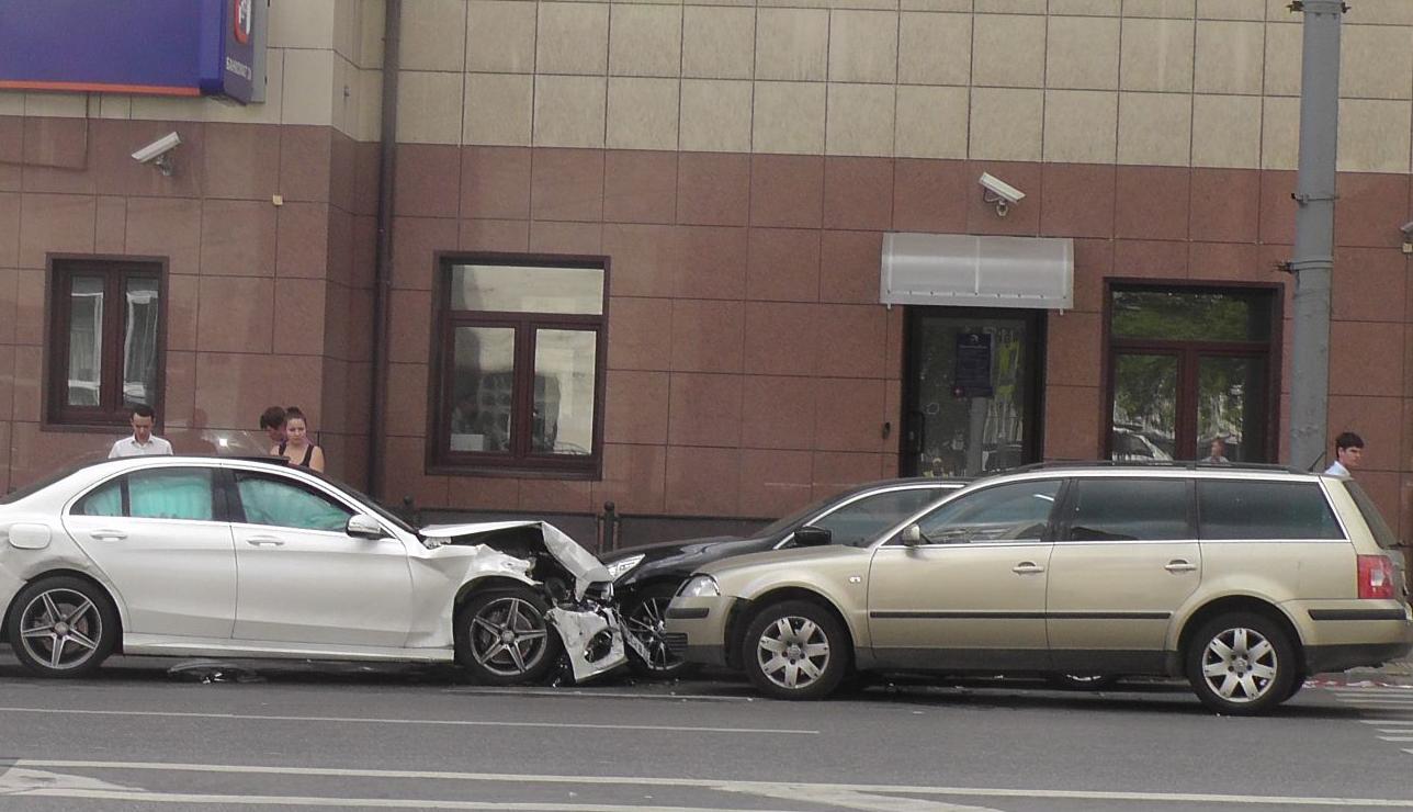 QIP Shot Screen 431 Четыре автомобиля столкнулись в Москве на Долгоруковской улице