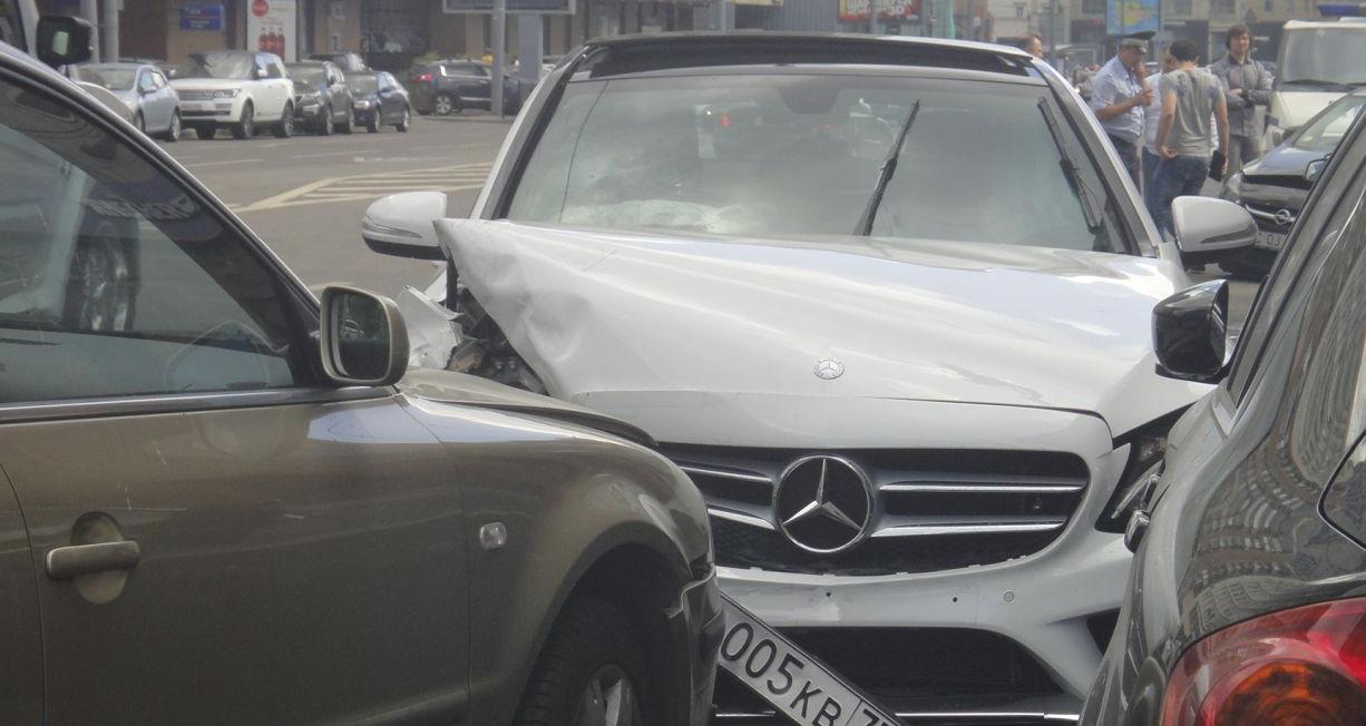 QIP Shot Screen 432 Четыре автомобиля столкнулись в Москве на Долгоруковской улице