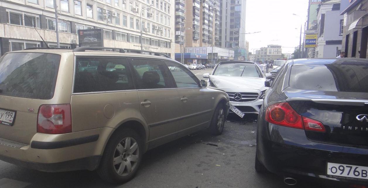 QIP Shot Screen 433 Четыре автомобиля столкнулись в Москве на Долгоруковской улице