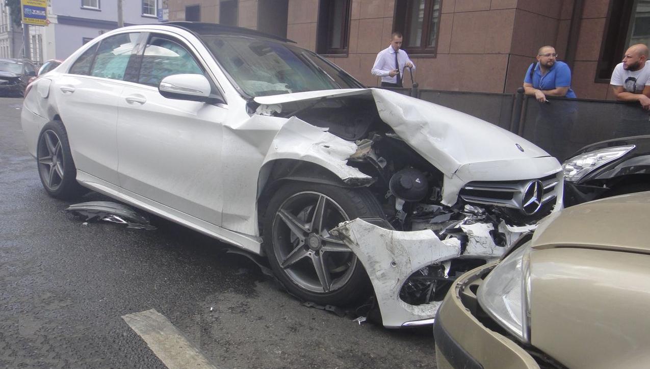 QIP Shot Screen 434 Четыре автомобиля столкнулись в Москве на Долгоруковской улице