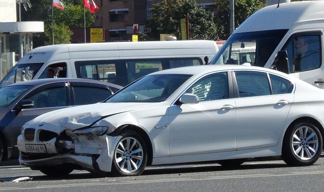 QIP Shot Screen 453 Два автомобиля столкнулись на Волгоградском проспекте