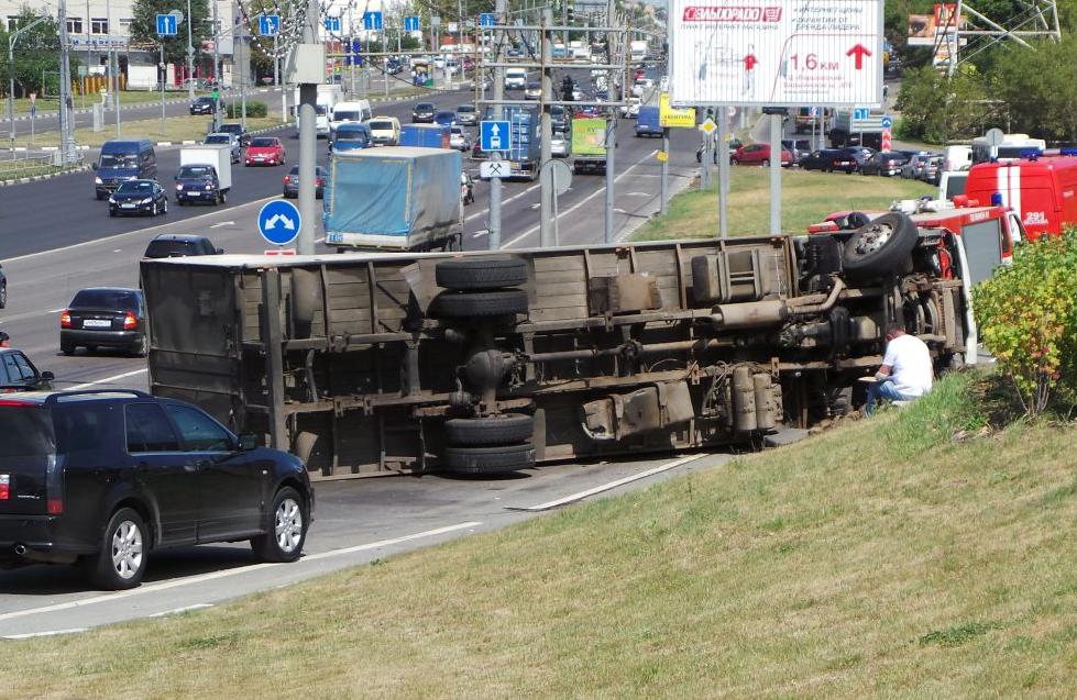 QIP Shot Screen 460 На Варшавском шоссе перевернулся грузовик