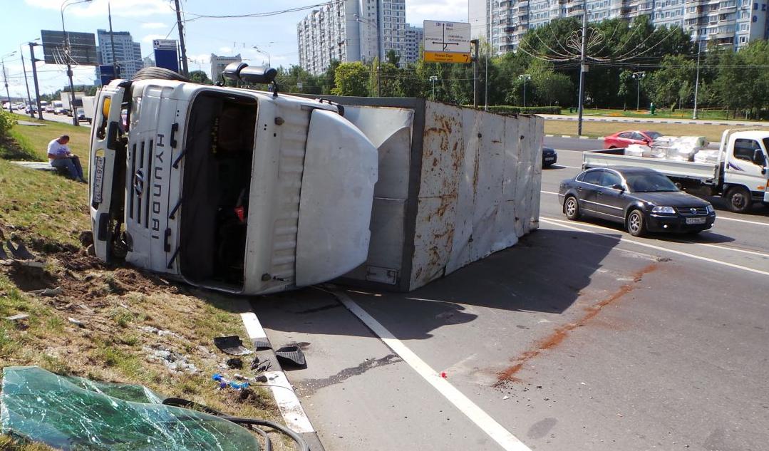 QIP Shot Screen 462 На Варшавском шоссе перевернулся грузовик