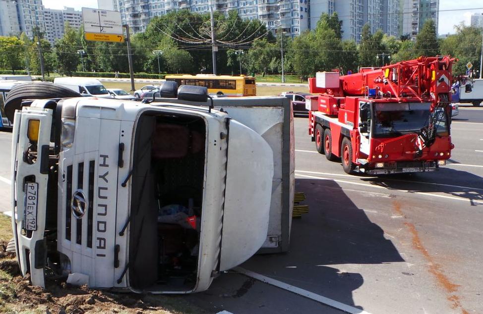 QIP Shot Screen 464 На Варшавском шоссе перевернулся грузовик