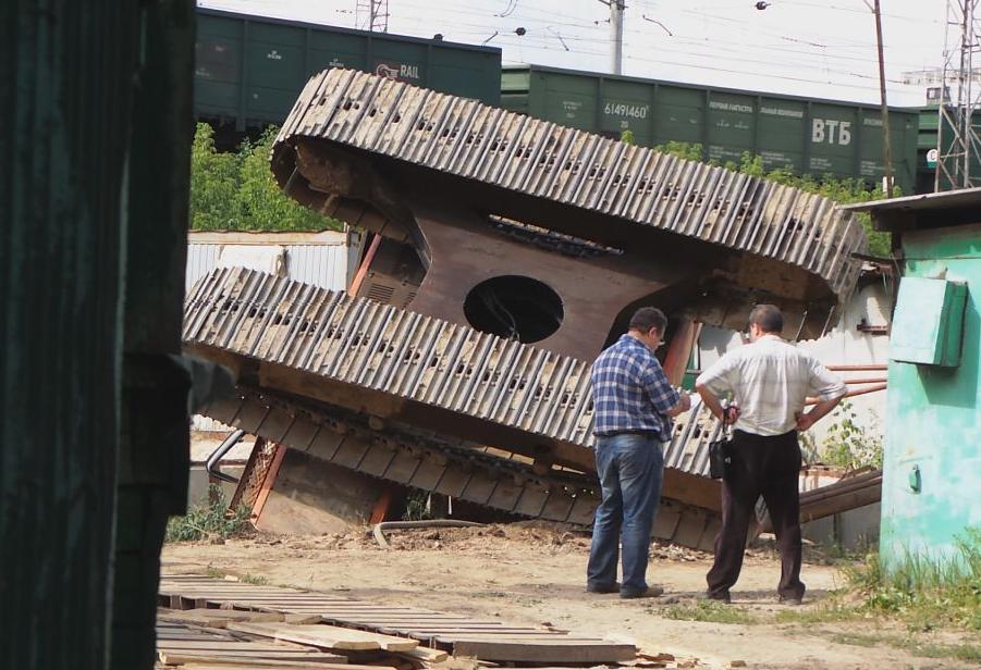 QIP Shot Screen 4921 На Новоцарицынском шоссе в строительную шахту рухнул экскаватор
