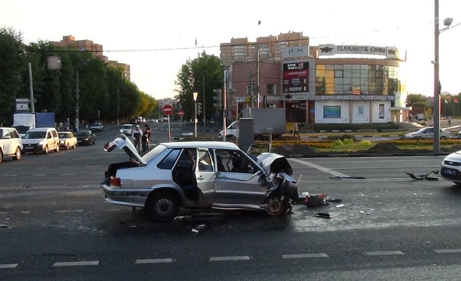 Несколько человек травмировались в автоаварии на Волгоградском проспекте в Москве фото