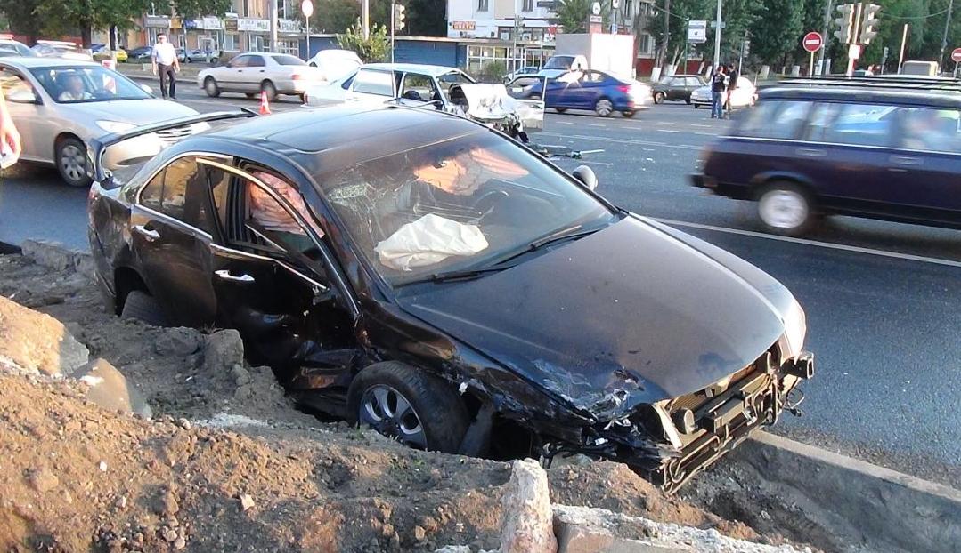 QIP Shot Screen 506 Несколько человек травмировались в автоаварии на Волгоградском проспекте в Москве