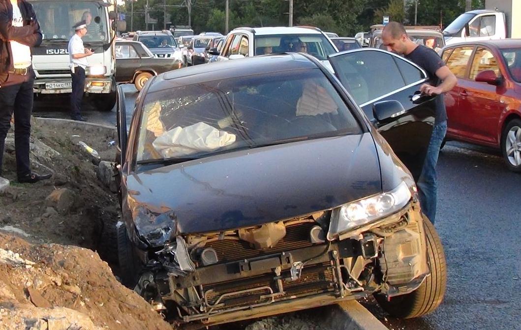 QIP Shot Screen 507 Несколько человек травмировались в автоаварии на Волгоградском проспекте в Москве