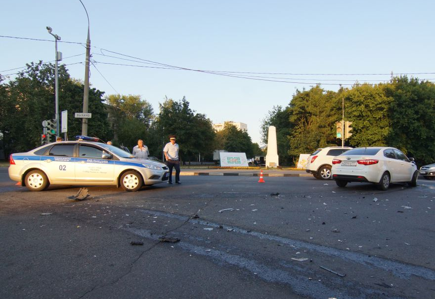 QIP Shot Screen 513 Три человека пострадали в аварии на Юго Востоке Москвы