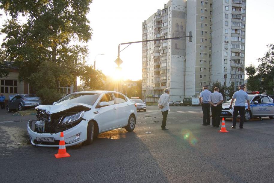 QIP Shot Screen 516 Три человека пострадали в аварии на Юго Востоке Москвы