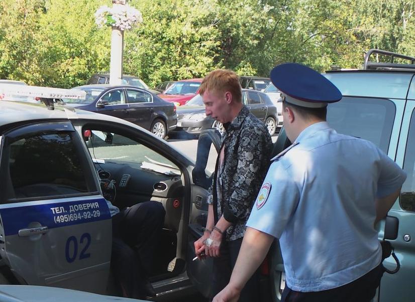 QIP Shot Screen 531 На Коломенской улице в Москве юноша на иномарке сбил насмерть женщину и разбил 6 авто