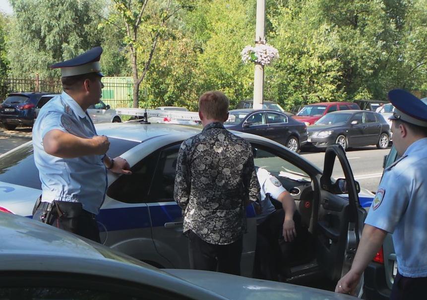 QIP Shot Screen 532 На Коломенской улице в Москве юноша на иномарке сбил насмерть женщину и разбил 6 авто