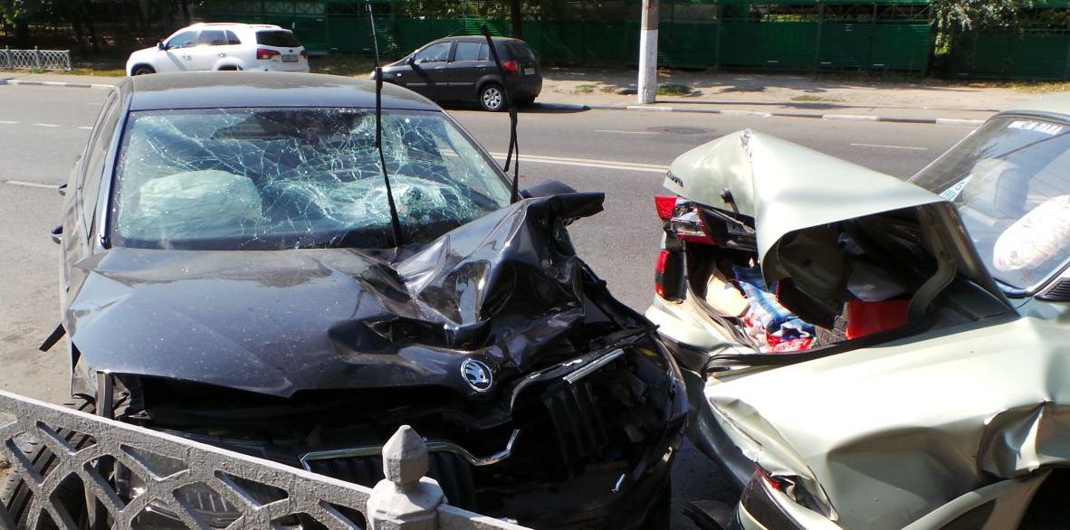 QIP Shot Screen 533 На Коломенской улице в Москве юноша на иномарке сбил насмерть женщину и разбил 6 авто