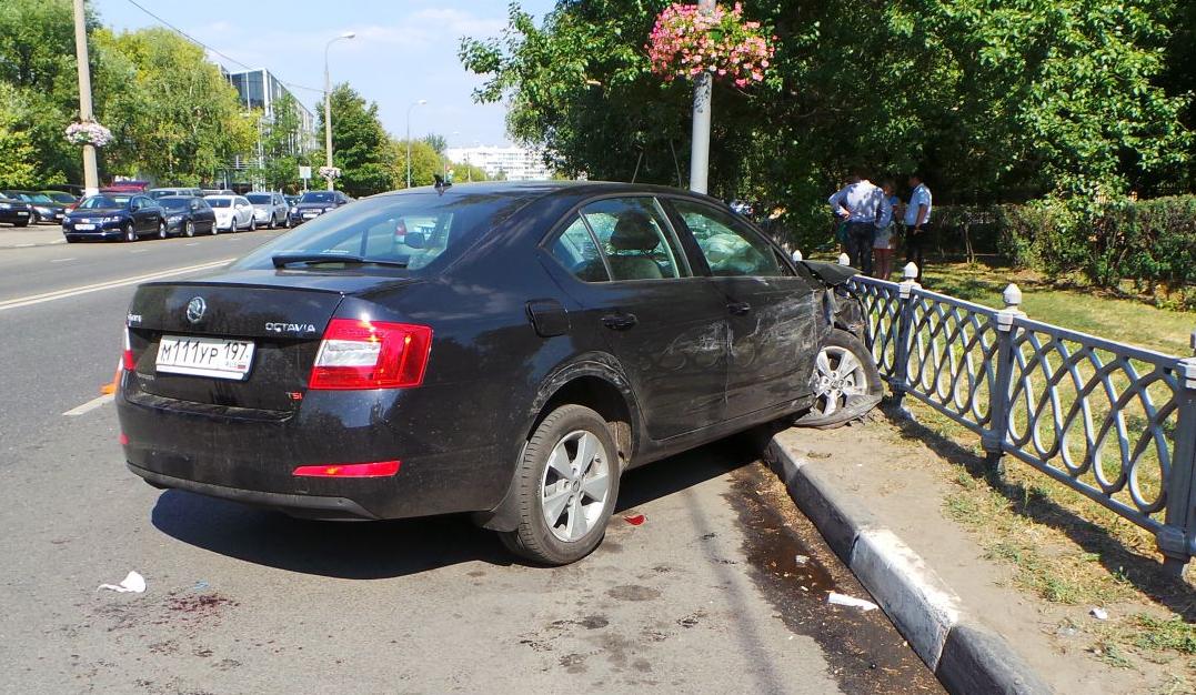 QIP Shot Screen 534 На Коломенской улице в Москве юноша на иномарке сбил насмерть женщину и разбил 6 авто