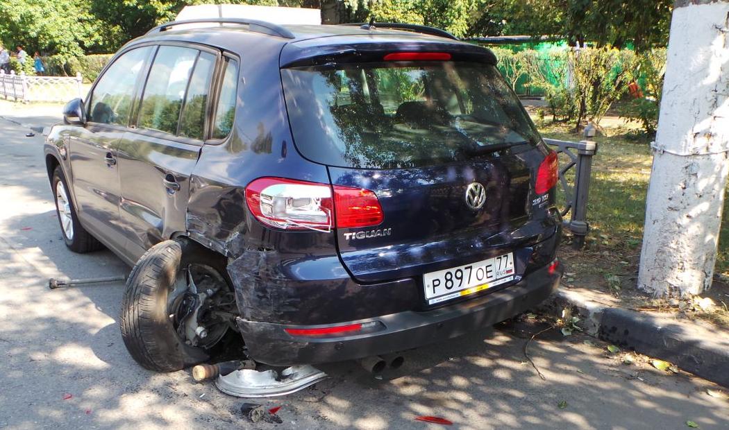 QIP Shot Screen 535 На Коломенской улице в Москве юноша на иномарке сбил насмерть женщину и разбил 6 авто