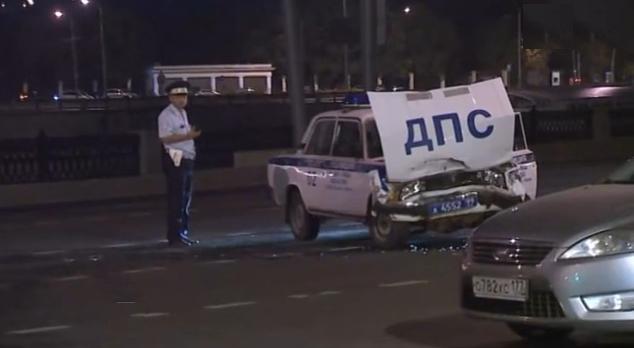 На западе столицы патрульная машина устроила ДТП фото