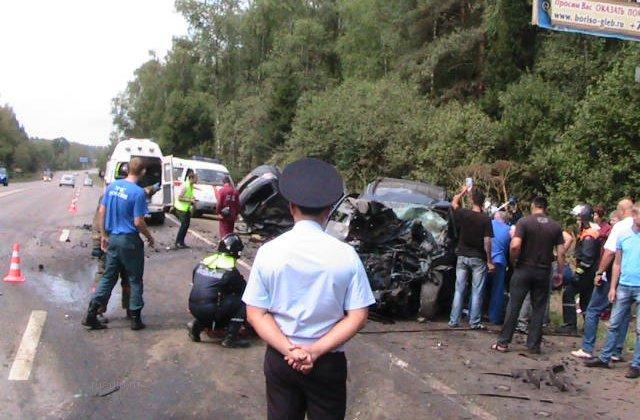В ДТП на Волоколамском шоссе в Москве погибли 4 человека фото