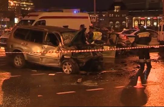 QIP Shot Screen 067 Два человека скончались в ДТП в Москве на Садовом кольце
