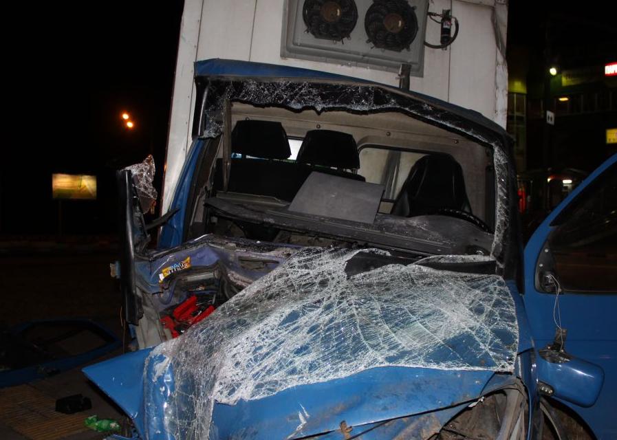QIP Shot Screen 068 На Пролетарском проспекте в Москве микроавтобус протаранил столб