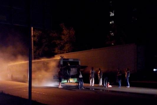 На Загорьевской улице во время движения загорелся автобус с пассажирами фото