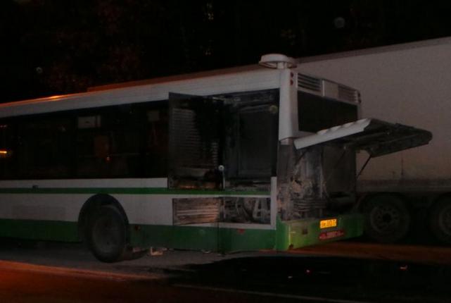 QIP Shot Screen 074 На Загорьевской улице во время движения загорелся автобус с пассажирами
