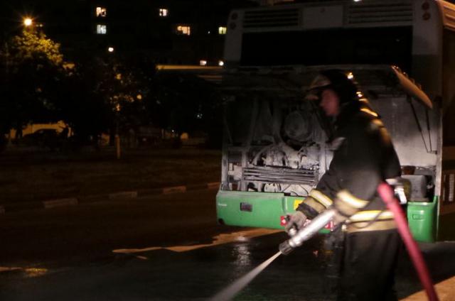 QIP Shot Screen 075 На Загорьевской улице во время движения загорелся автобус с пассажирами